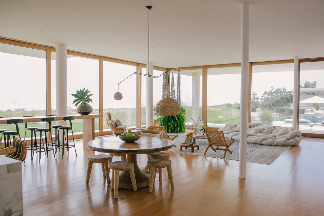 The minimalist yet warm furnishings ensure that the spectacular vistas remain the focal point.