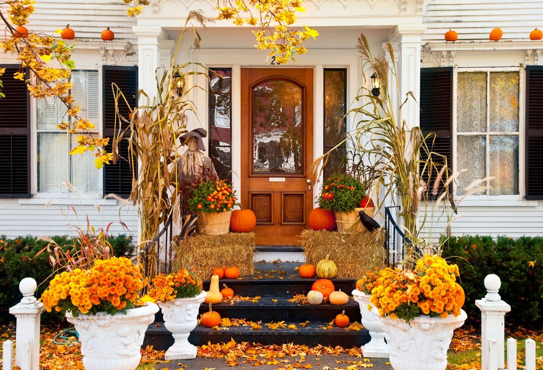 A front door decked out in fall finery will make you smile each time you return home. Photo by Brian Jannesen/Alamy Stock Photo.