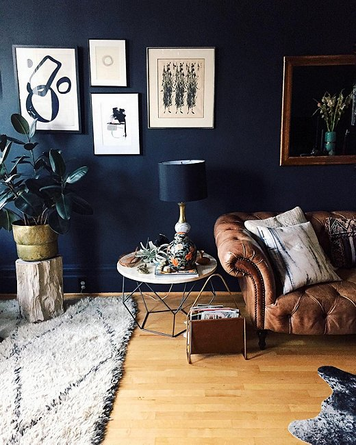 Instagram 39 s favorite fall trend dramatically dark accent walls for Dark blue walls in living room