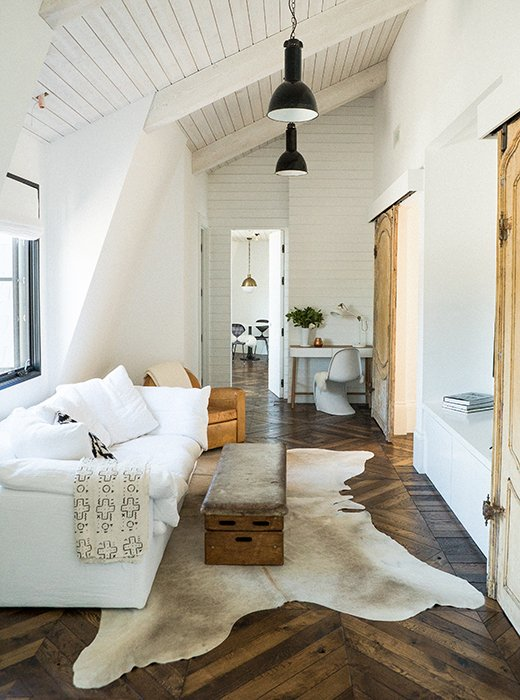 Get Inspired By The Warm Minimalist Decor Trend
