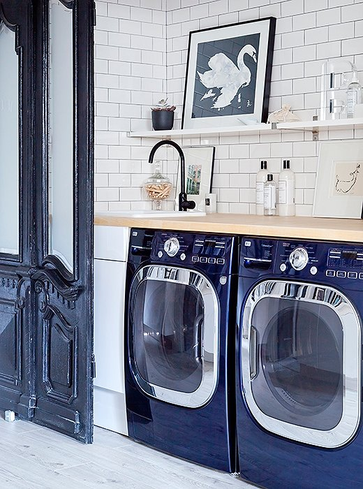 Love this beautiful laundry room