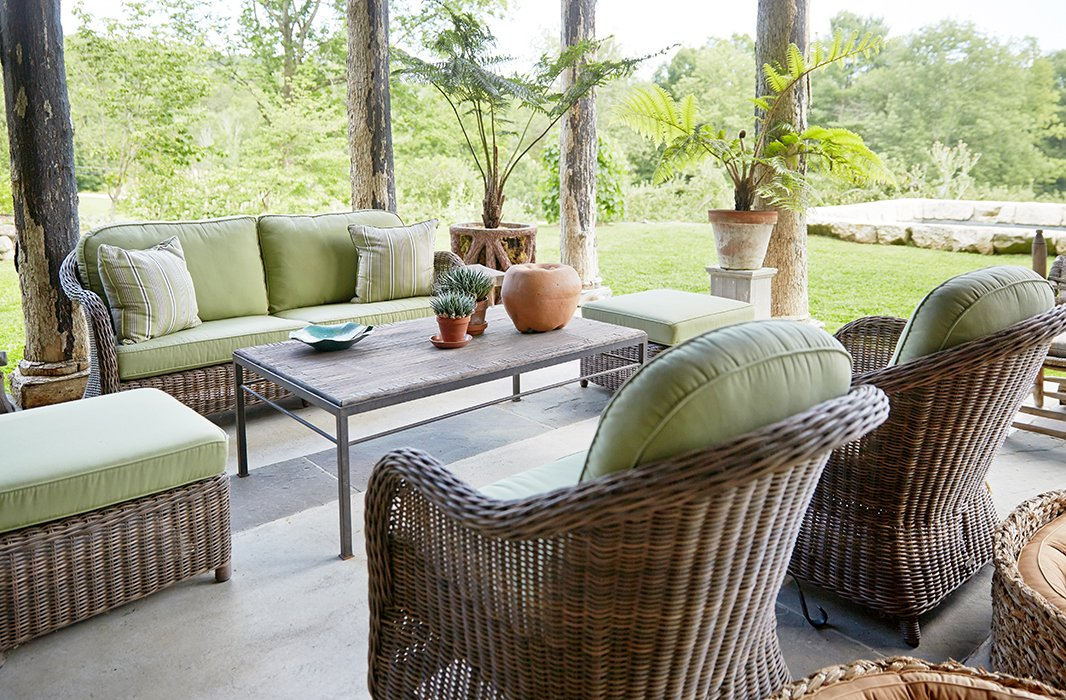 So as not to distract from the idyllic natural surroundings,Bunny maintained anorganic feeling with unglazed pots, abamboo coffee table, and pale-green-cushioned wicker lounge seating bythe Belgium maker Vandecasteele Marc & Co.