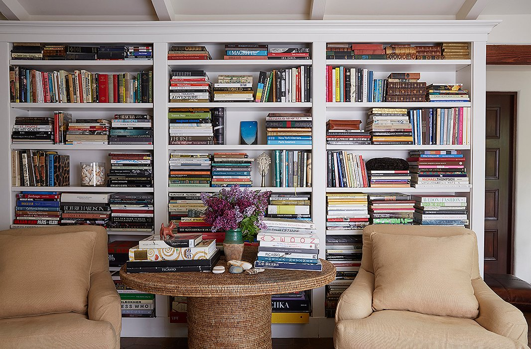 9 Foolproof Bookshelf Decorating Ideas