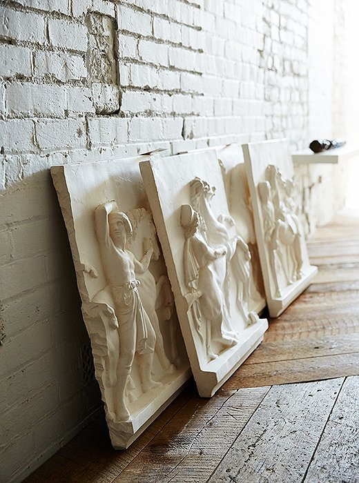 Darryl worked with Giannetti's Studio, a local plasterer, on this set of cast friezes inspired by the painting Entry of Alexander into Babylon.