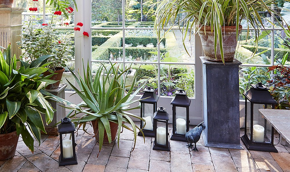 10 Outdoor Lanterns for a Picture-Perfect Summer Scene - Shop Stylish Outdoor Lanterns For Your Patio And Poolside