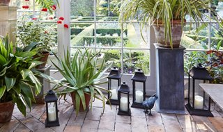 10 Outdoor Lanterns For A Picture Perfect Summer Scene