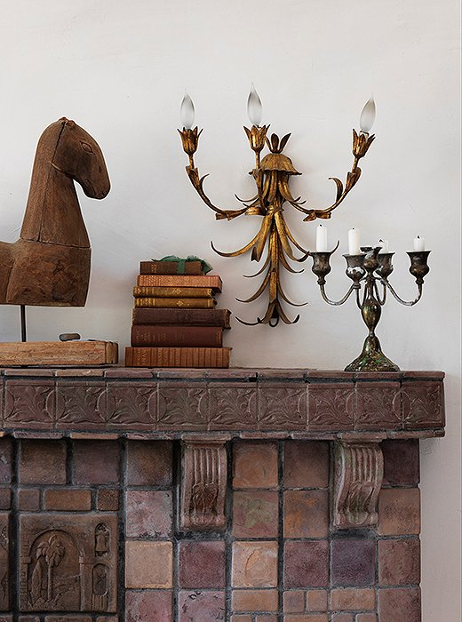 "Heidi eschews an overly considered vignette. ""To me, that's the wrong way to go about it,"" she says. ""What we're doing is bringing happiness and love into our homes. That drives my decisions."" The wooden horse sculpture is from Casa Victoria on Sunset Boulevard, and the sconce, like most of the others in the home, is from her mother-in-law's antiques shop."