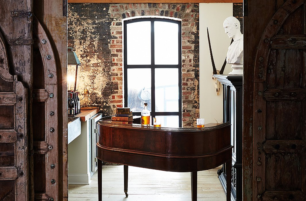 The cozy bar area, tucked away behind heavy wooden doors, exemplifies Darryl's enduringly chic style—tranquil yet multilayered, polished yet rich with patina, impeccably curated yet lived-in—all chronicled in his books, The New Traditional and The Collected Home.