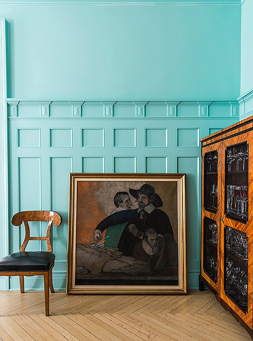 Roberta's extensive—and wonderfully eclectic—art collection brings personality to every corner of her home.