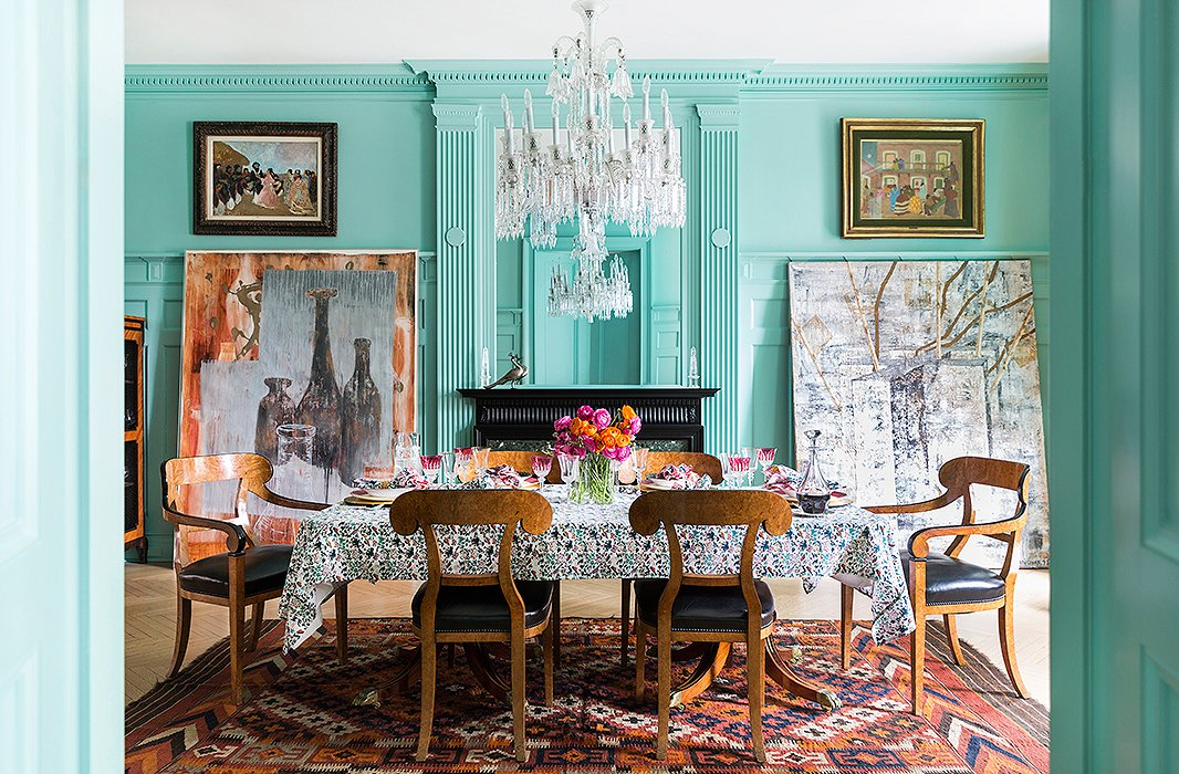 The Freymanns love to entertain, so a proper dining space was a priority. A striking Baccarat crystal chandelier (found at auction and once owned by the Mexican movie star María Félix) presides over lively dinner parties, where Roberta, an avid cook, serves up seasonal favorites—fresh fish in summer, pastas and risottos in winter.