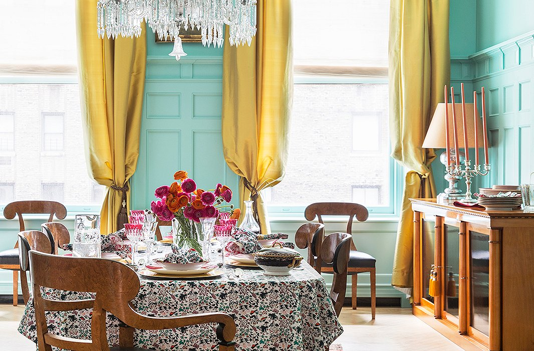 On the table, Roberta pairs heirloom china and crystal with colorful block-print linens from her Roller Rabbit line.