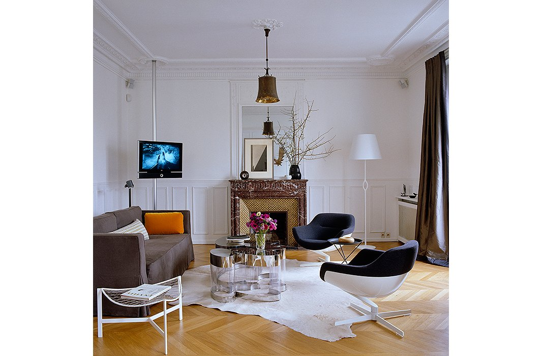 paris living room. Photo by Simon Upton Interior Archive The Secrets of French Decorating  the Most Beautiful Paris Homes