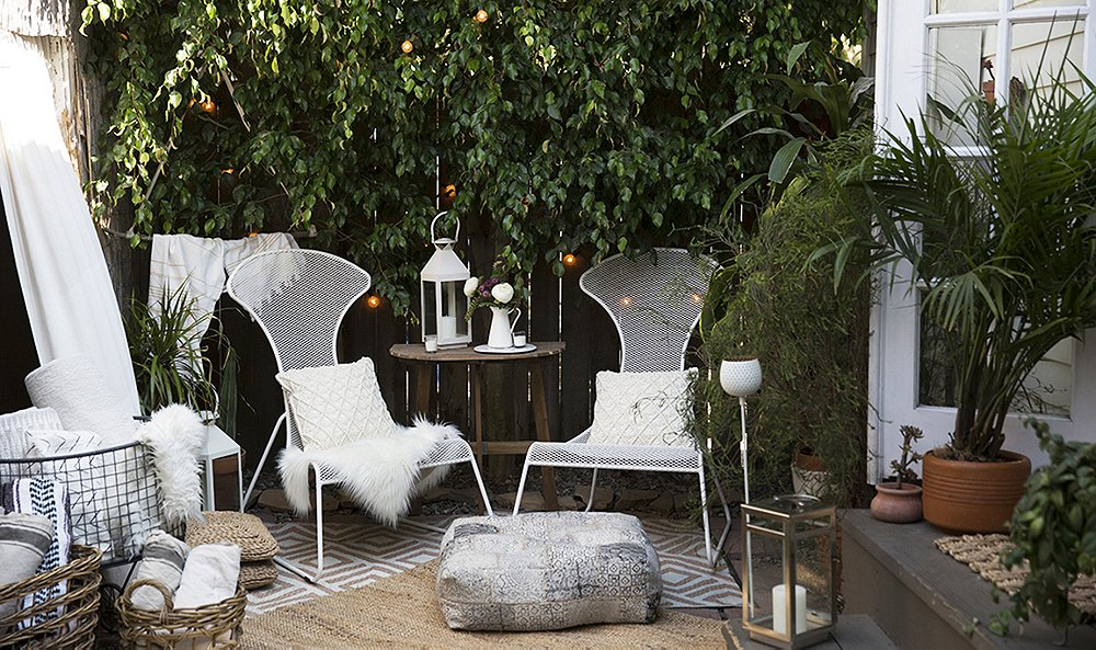 Entertaining for a Crowd in a Space Made for Two