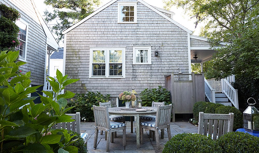 Astonishing Tour The Cozy Nantucket Home Of Designer Elizabeth Bauer Interior Design Ideas Oteneahmetsinanyavuzinfo