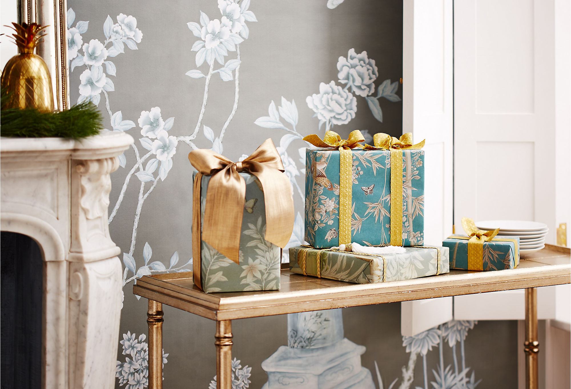 Chinoiserie paper is the perfectwrapping for a New Traditionalist gift.