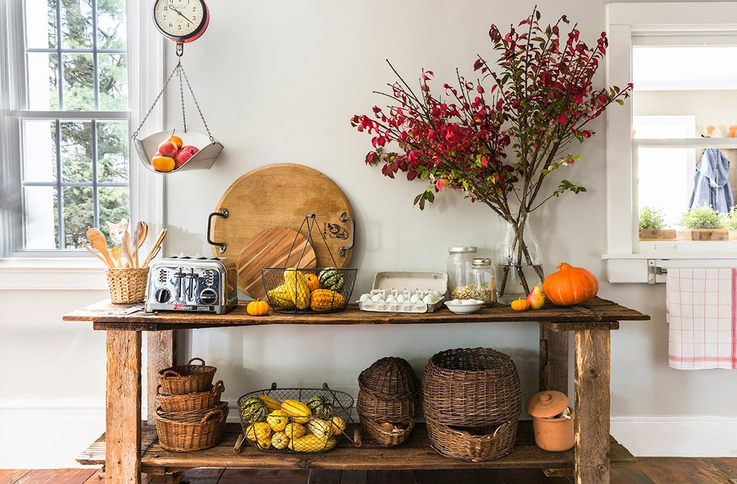 "A custom reclaimed-wood console holds baskets of fruits and vegetables in the breakfast area. ""We use all local products,"" Alicia says. ""We have such amazing farms up here. We definitely know where our food is coming from."""