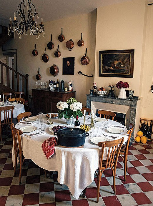 Mimi's home in Saint-Yzans, originally a winemaking château, once housed a legendary restaurant. French Country Cooking chronicles Mimi's efforts to carry on the tradition by opening an intimate pop-up restaurant.