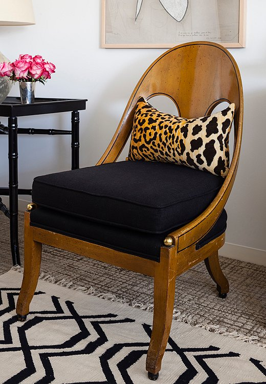 It seemed fitting that this chair was sourced from the personal collection of the exuberantly fashion-forward Iris Apfel. A cotton dhurrie, layered over the wall-to-wall carpeting, brings style without adding bulk.