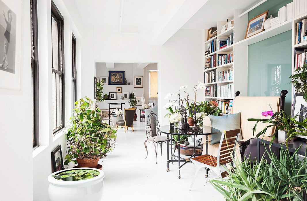 Another plant-filled nook in Vicente Wolf's loft. Photo by Lesley Unruh.