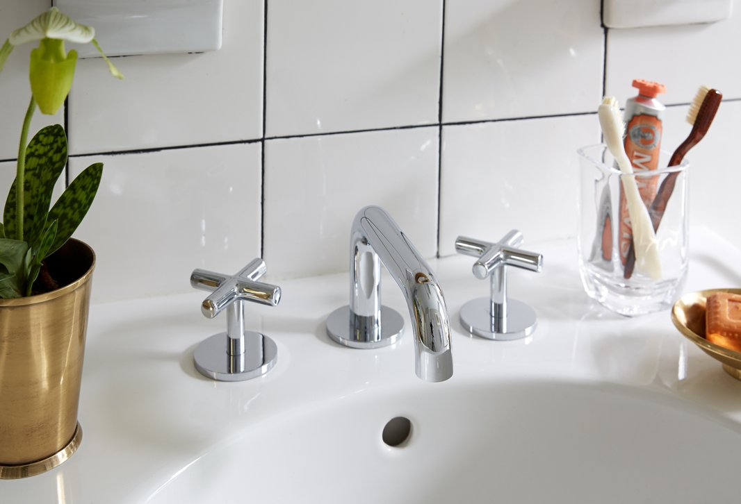 A Contractor Free Bathroom Renovation You Wont Believe One Kings Lane Our Style Blog