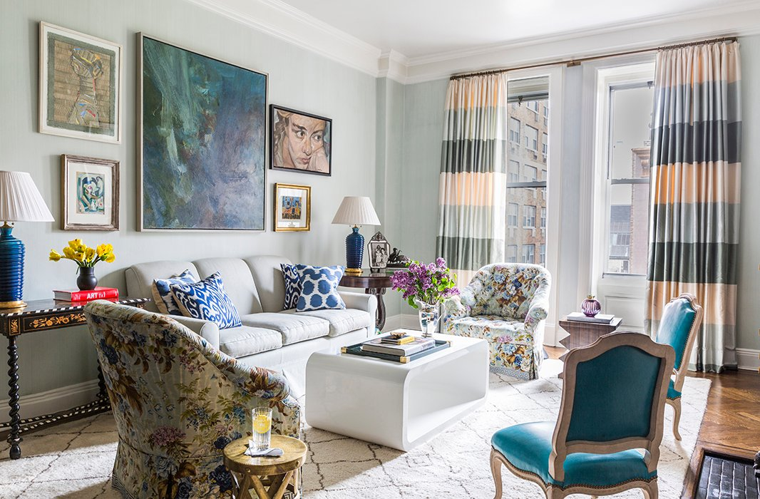 A bold, oversize abstract is a strong anchor for a room filled with atmospheric blue hues. Photo byLesley Unruh.