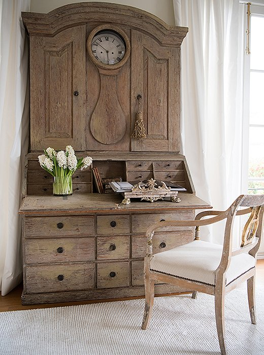 Gustavian furniture tended to be multifunctional. Desks like this one doubled as dressers; the seats of benches lifted up to reveal additional storage. Pretty and practical: Sounds good to us. Photo by Paul Costello.