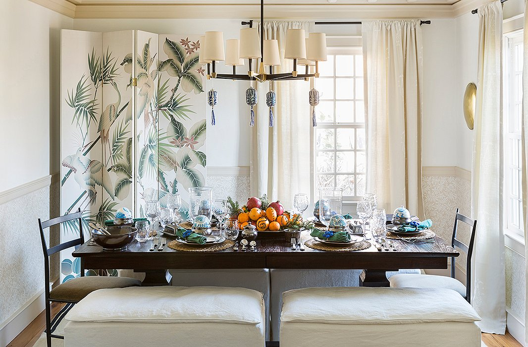 Cloved oranges and a few ornament accents bring this table from everyday to holiday. Photo by Lesley Unruh.