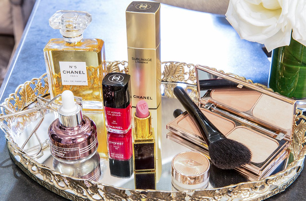 As Violet Grey's makeup artists work with clients in the studio, they present beauty recommendations on gorgeous gold-rimmed mirrored trays.