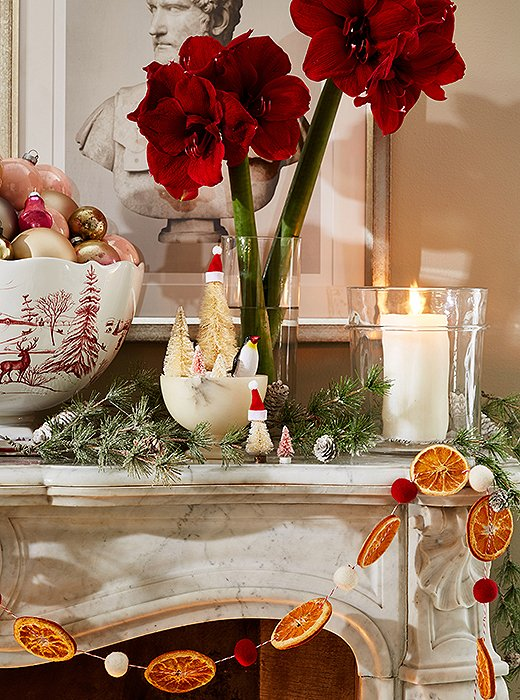 Bold florals, Juliska serveware, and even more wintry creatures make for a very merry scene.