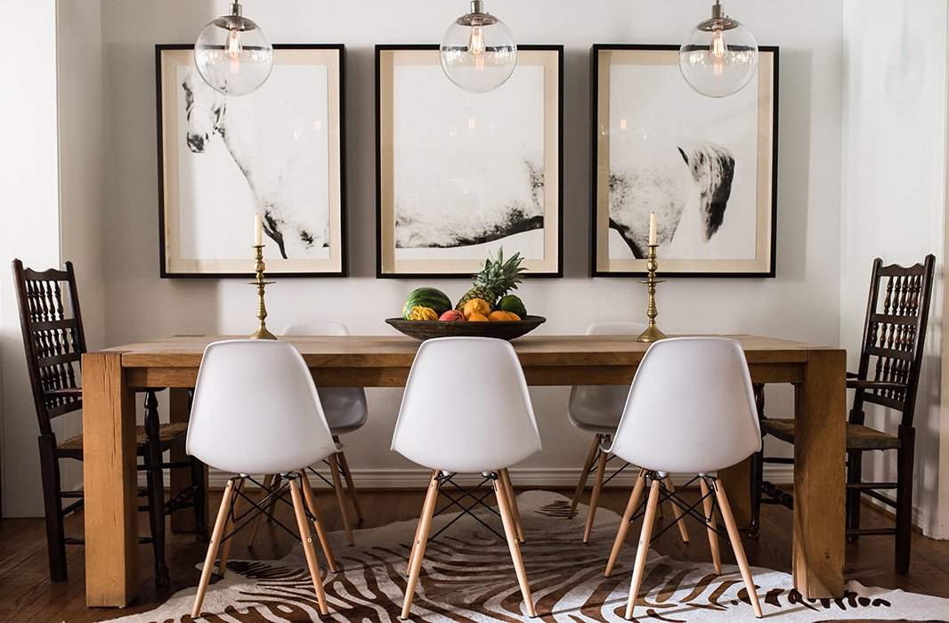 In the dining room, Paula paired two antique chairs that belonged to her mother with a set of midcentury-style seats.