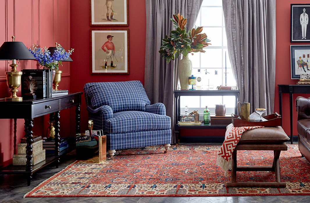 A fuss-free mix of art, objets, furnishings, and textiles of varying eras and provenances distinguishes classic British style—and London vintage markets.