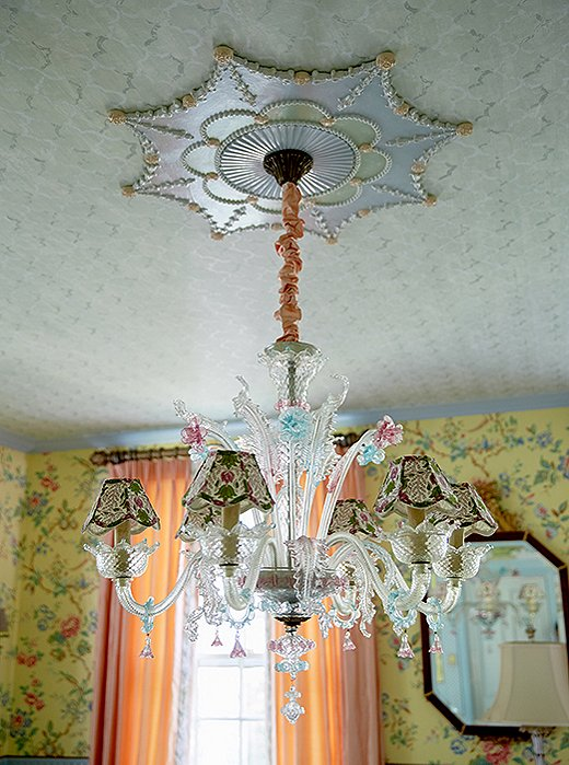 A Venetian glass chandelier with palatial appeal hangs in the dining room.
