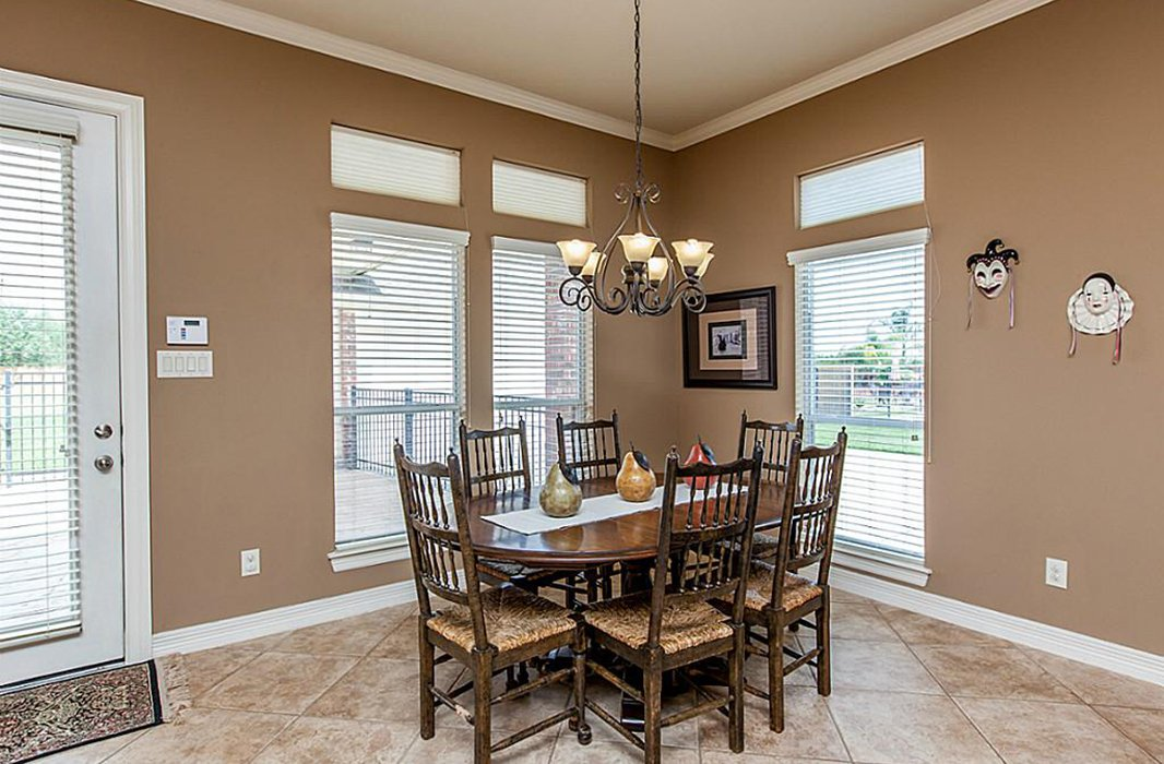 The breakfast nook offered ample space, but it wasn't being maximized.