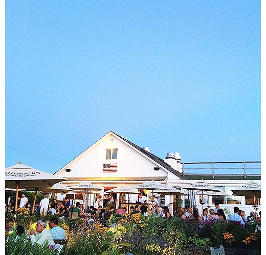Top-notch Italian fare and a gorgeous garden are the draws at Montauk's Harvest on Fort Pond. Photo by @ananewyork.