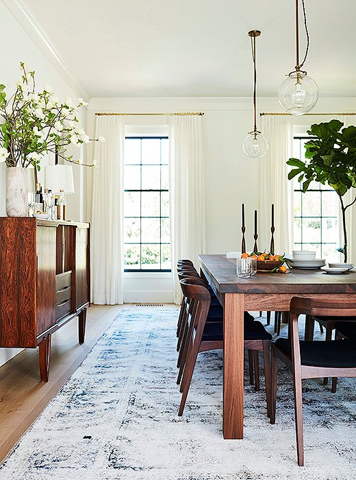 """I grew up in Malibu, so I'm a beach girl at heart and like things to feel laid-back with comfort and style,"" says Jennifer, whose dining room (also painted Benjamin Moore's Swiss Coffee) embodies her chilled-out design sense and comes across feeling as breezy and cool as a summer evening."