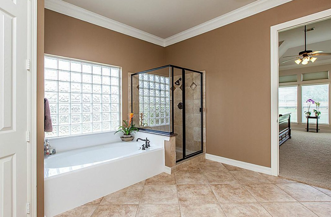 Though spacious, the master bathroom didn't feel luxurious.