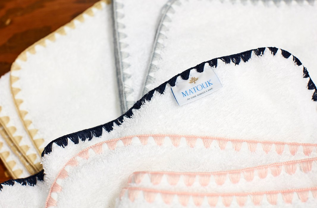 Our exclusive Seychelles towels feature a triangle-stitched border detail in an array of go-with-everything hues.