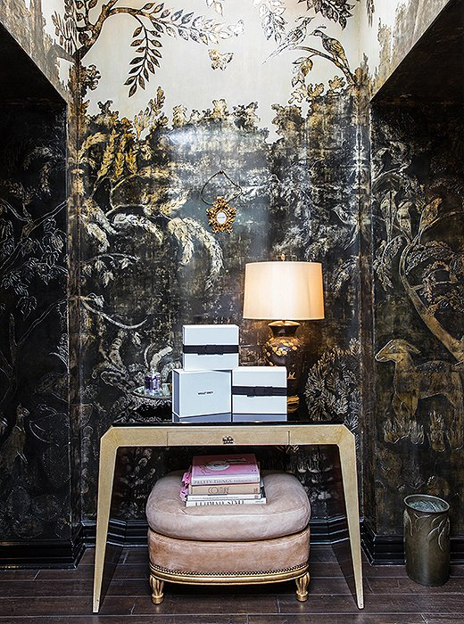 Inthe atelier entry, ashimmering mural by decorative painter and interior designer John Opella serves as alavish and lyrical backdrop. Thefurniture mixes French and chinoiserie elementsfrom Cassandra's personal trove.