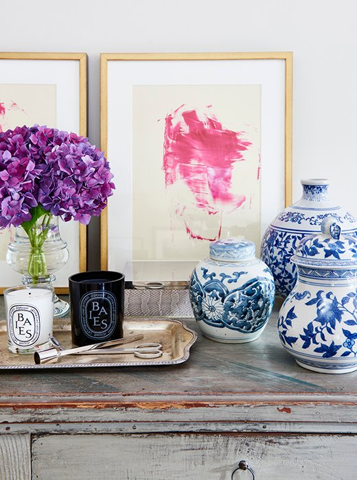 East Coast meets West Coast with a trio of traditional ginger jars placed atop a weathered chest.