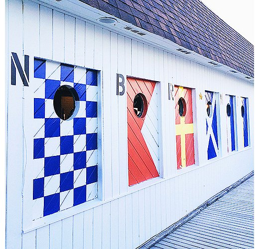 Sailing-flag motifs adorn Montauk seafood joint Navy Beach. Photo by @ananewyork.