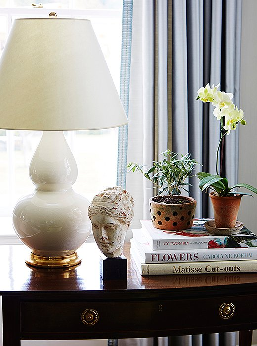 """Gourd lamps by Christopher Spitzmiller are arrayedthroughout the home.""""They're just so lustrous, and they really add a lot of glossiness to a room,"""" says Lauren."""