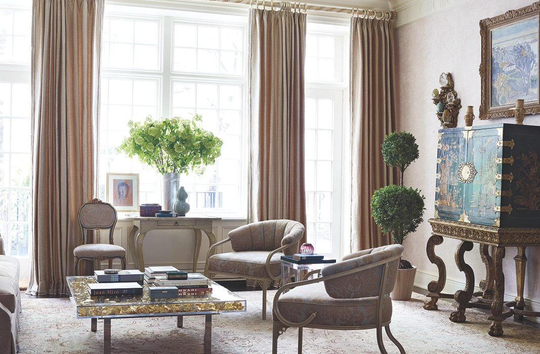 A Manhattan townhouse Celerie infused with her expert old-meets-new mix.