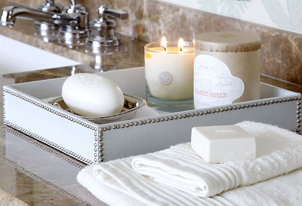 Ideas for decorating with trays for Bathroom tray decor