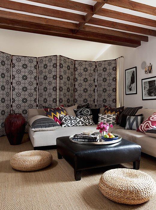 Fabulous 8 Ideas For Adding Impact Above Your Sofa One Kings Lane Short Links Chair Design For Home Short Linksinfo