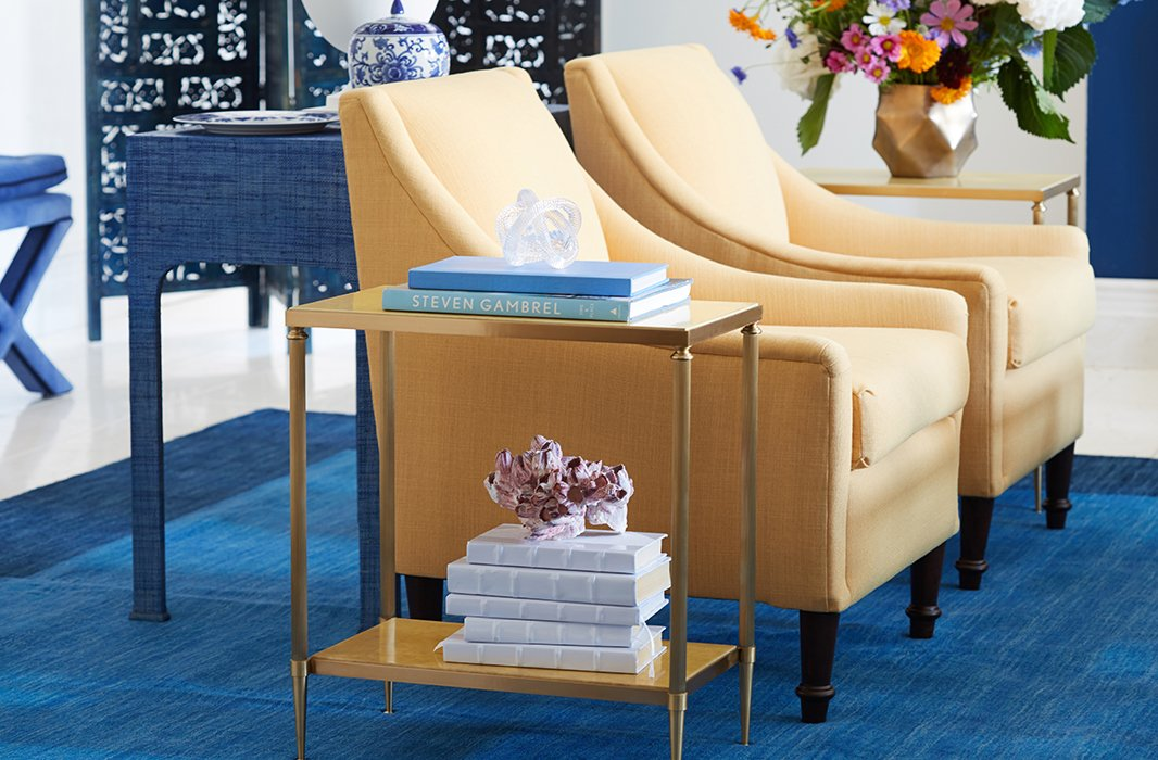 Buttery yellow makes an ideal complement to the rich blue furnishings, adding contrast and dimension to the seating area.