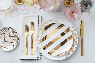 Read on for four stylish variations on a standard table setting perfect for everything from relaxed gatherings with friends to full-on holiday feasts. & Four Ideas for Easy Stylish Table Settings