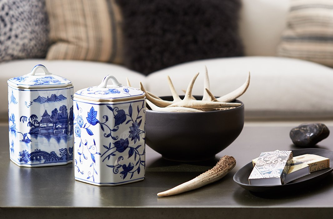On the coffee table, Anthony juxtaposed blue-and-white chinoiserie with antler accents for an intriguing mix of earthy and elegant.