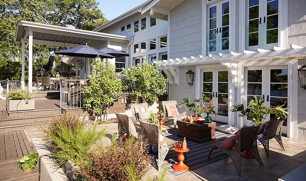 Inside a Lighting Designer's Family-Friendly Lake House