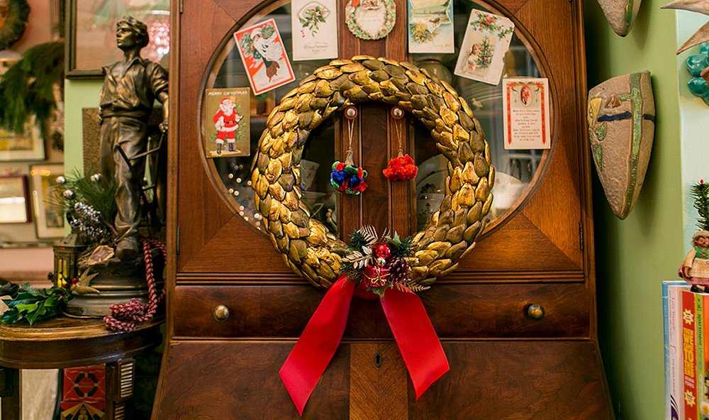Expert Tips for Holiday Decorating—with a Vintage Twist