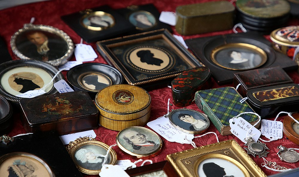 The Experts' Guide to Vintage and Antiques Shopping